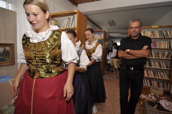 024_kroje_oblekani_Vranovice_DS