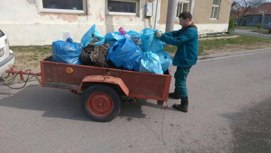 ukazka jednoho plneho voziku odpadu